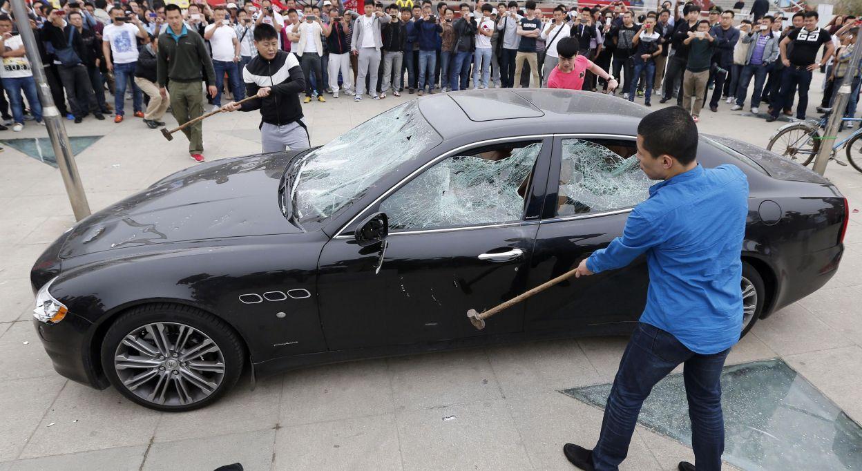 [Insatisfaction client] Une Maserati détruite par un client insatisfait